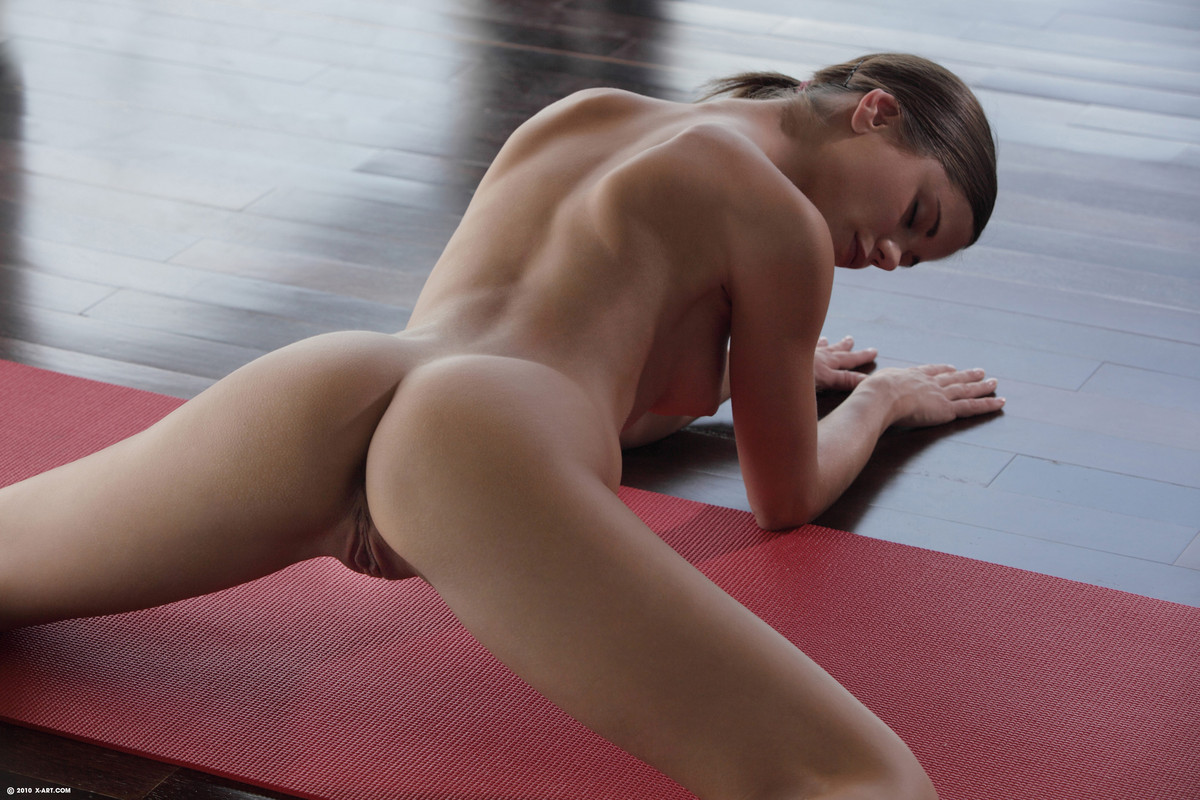 Yoga naked Hot blonde