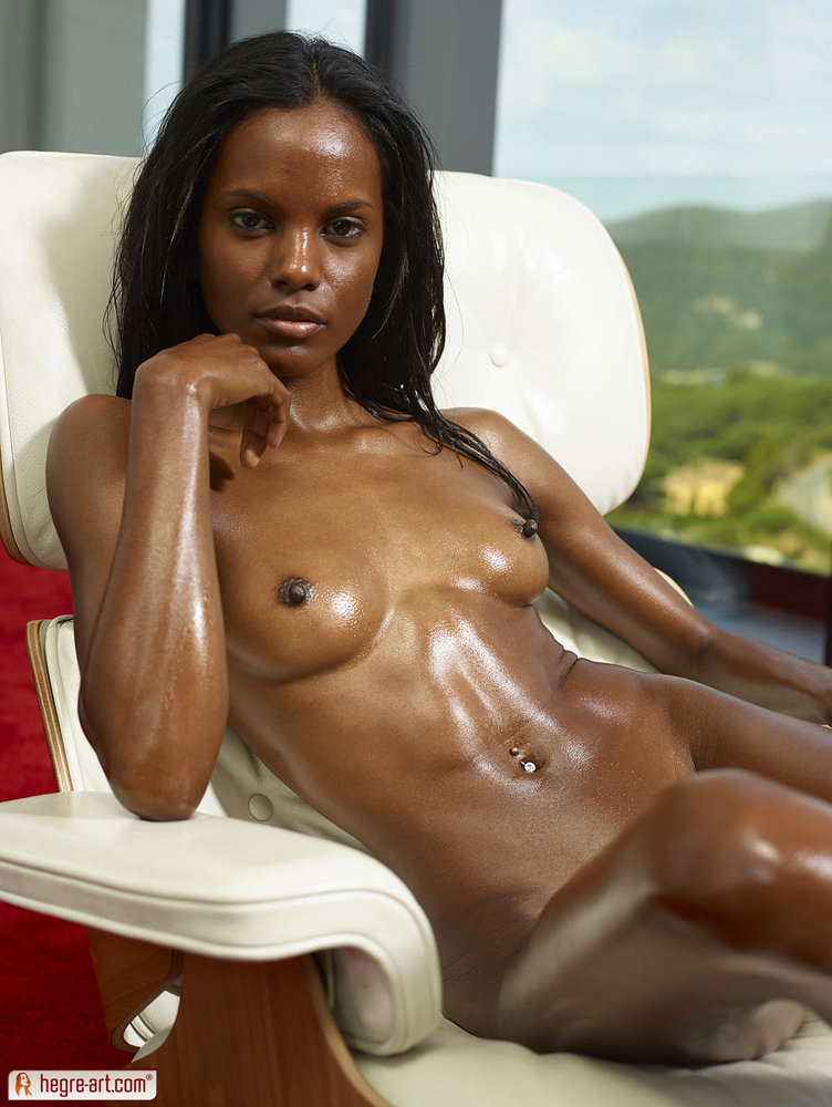 Black nude girls in oil pics
