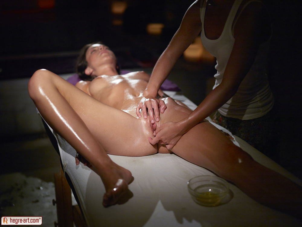 nude sexy oil massages