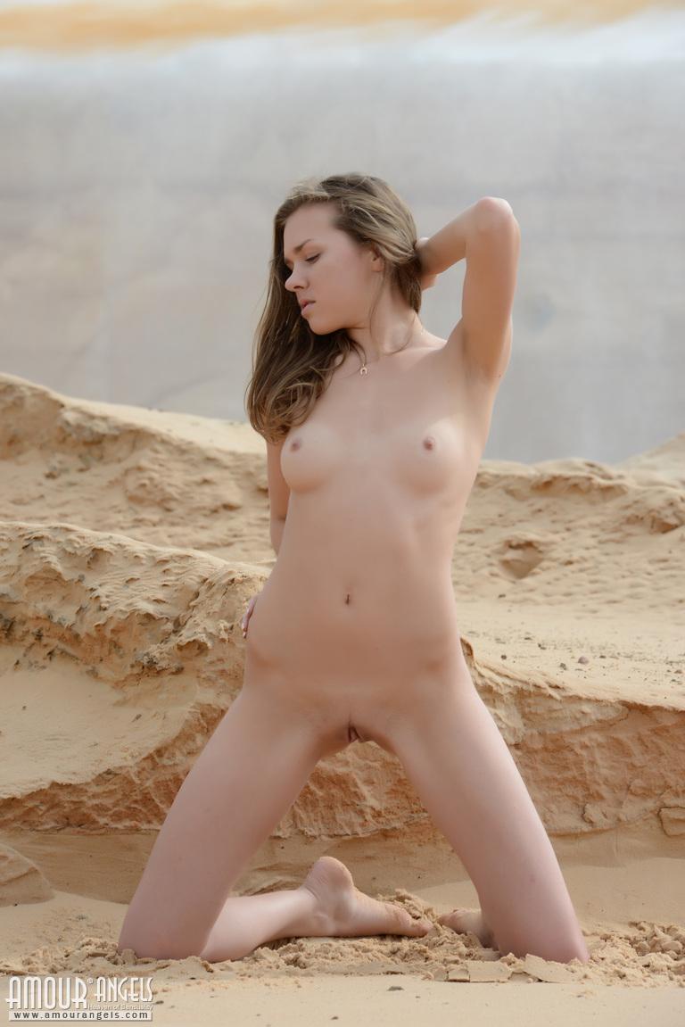 Warm Nude Female Strippers Scenes